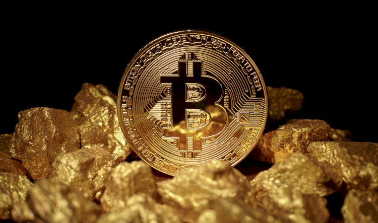 Gold And Bitcoin Price Predictions For The Year-End From Everyday People